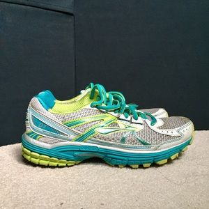BROOKS Defyance 7 running shoes size US 7.5